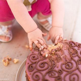 первый тортик фотосессия на годик малыша