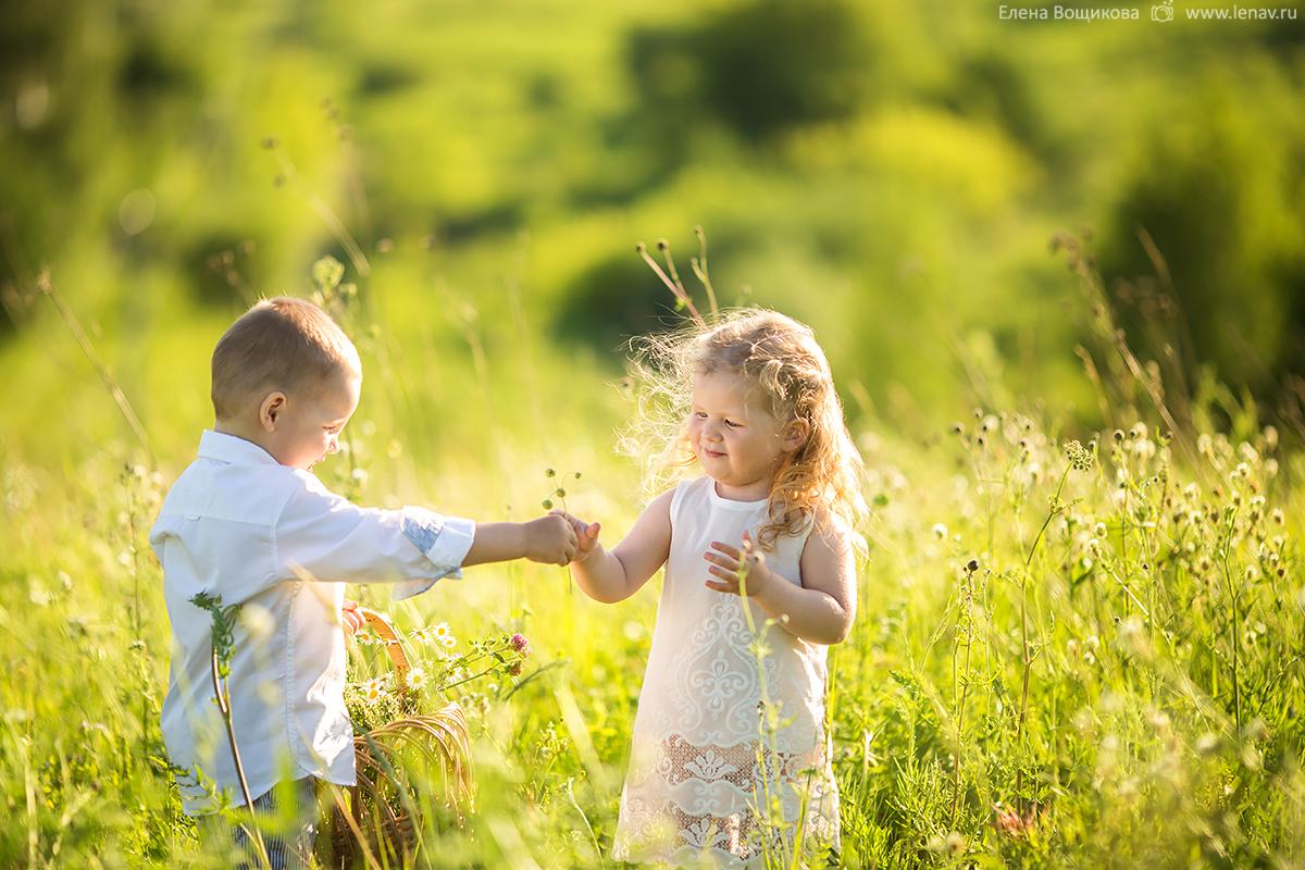 детская романтичная фотосессия мальчик и девочка