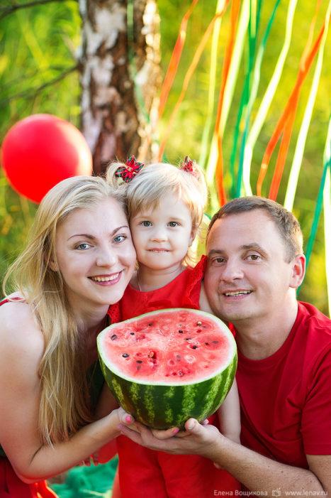 семейный пикник фотосессия арбузы