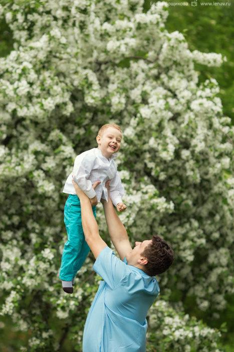 фотосессия в цветущих садах летняя на природе семейный фотограф
