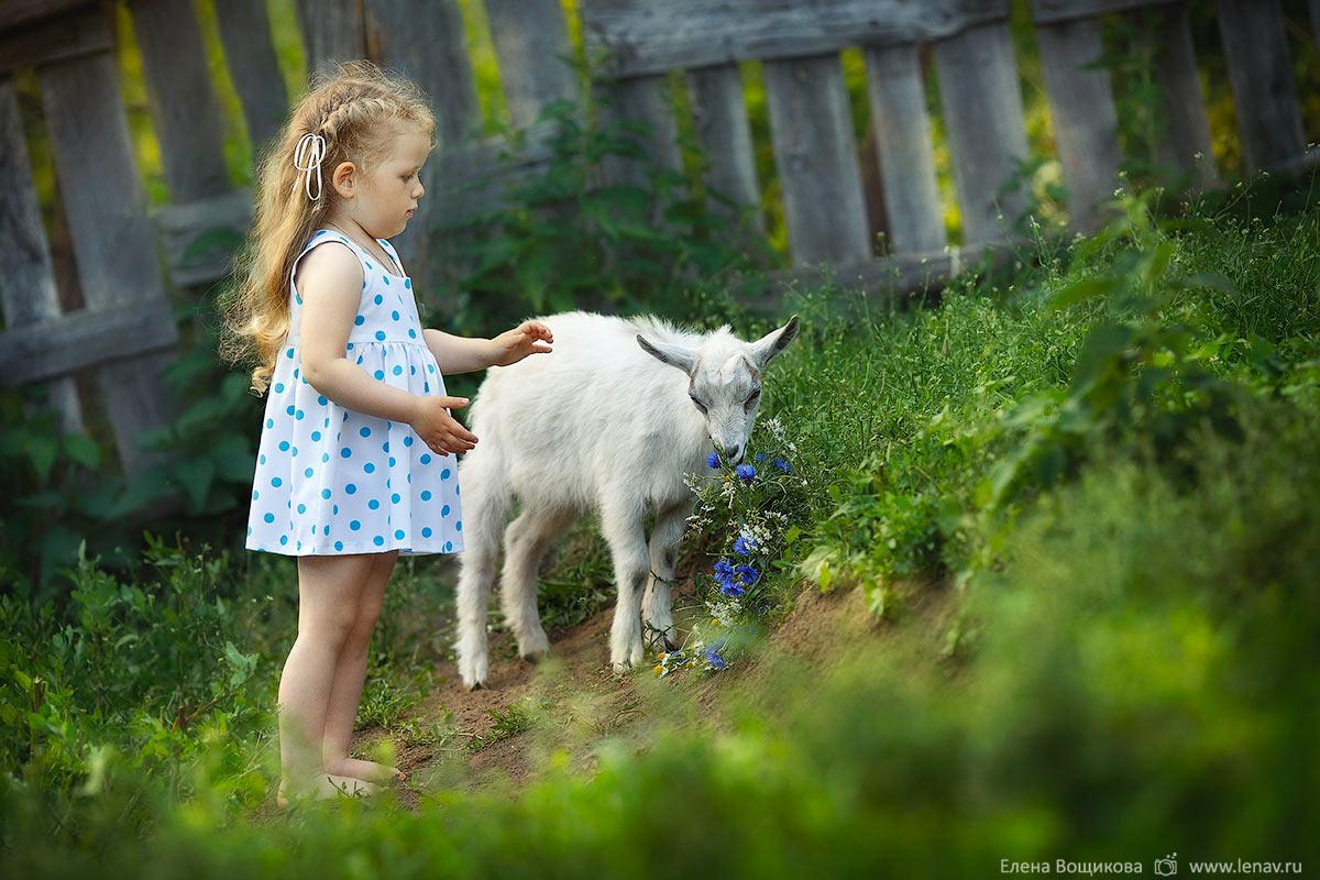 летняя детская фотосессия в деревне