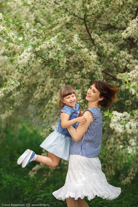 фотосессия в цветущих деревьях семейный фотограф нижний новгород