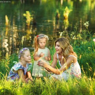 семейная фотосессия на природе на озере за городом лучший фотограф в нижнем новгороде