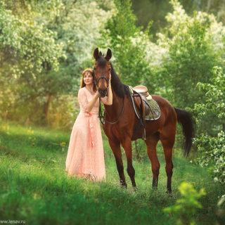 фотосессия для девушки прортретная на природе с лошадью